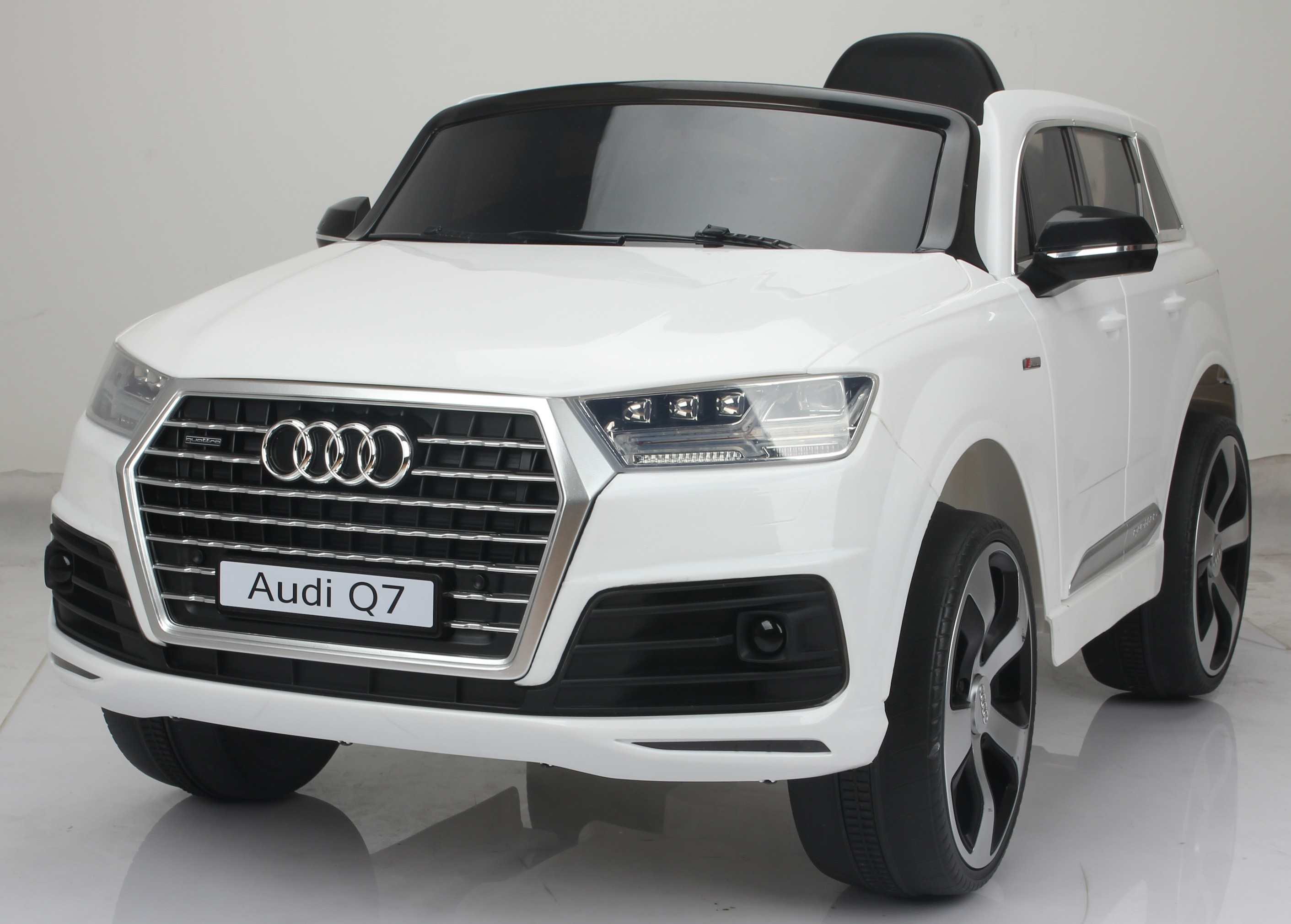 licensed audi q7 4 2 tdi quattro kids electric ride on car. Black Bedroom Furniture Sets. Home Design Ideas