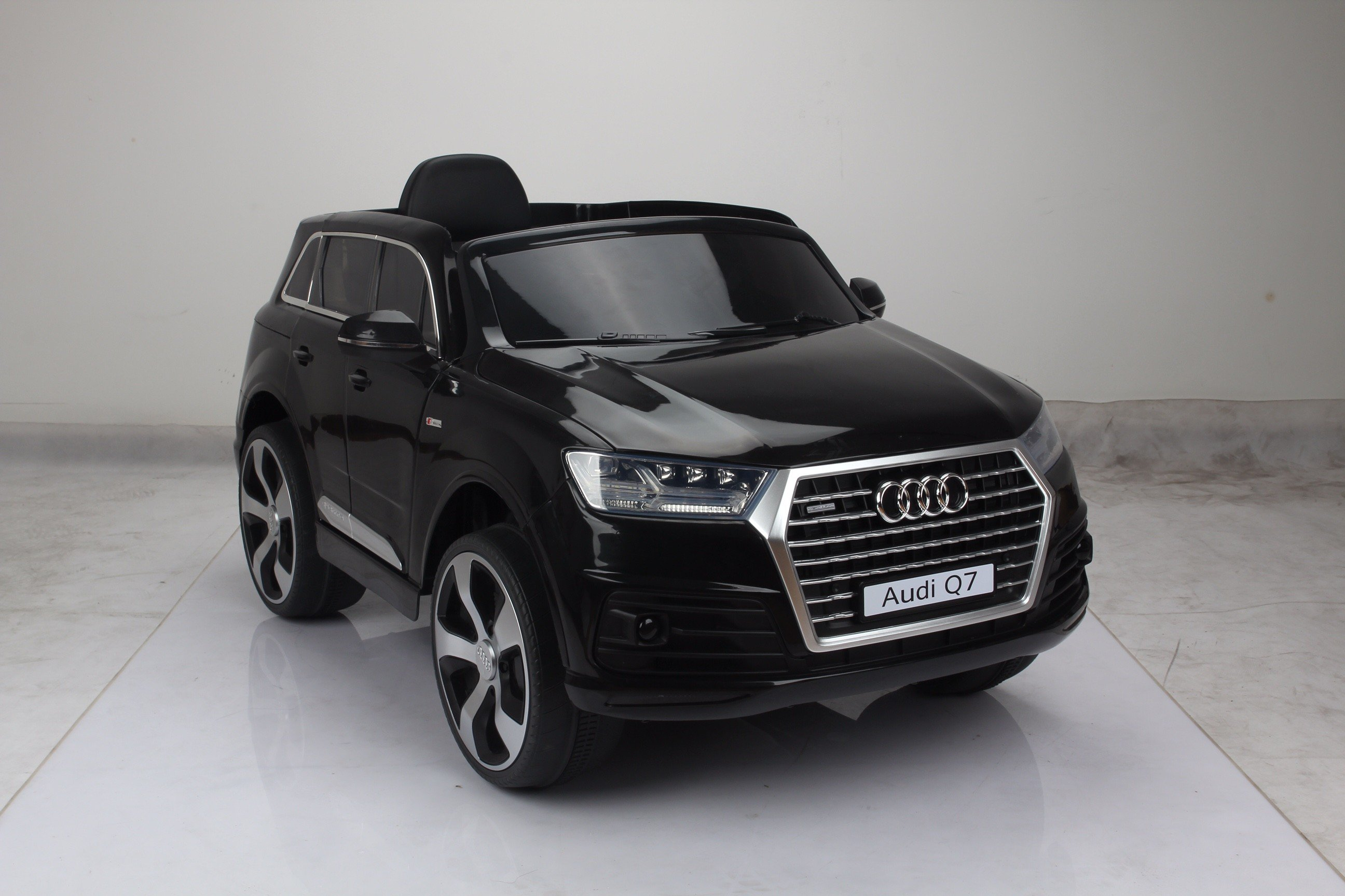audi q7 4 2 tdi quattro kids electric ride on car 12v white red black ebay. Black Bedroom Furniture Sets. Home Design Ideas